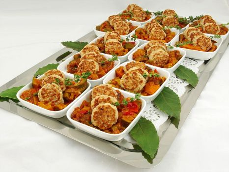 Fingerfood-Mini-Fleischpflanzerl_und_Ratatouille
